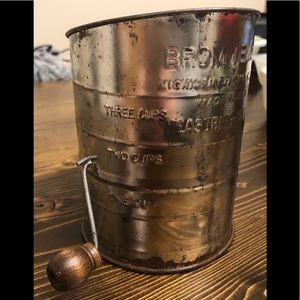 Bromwells Flour Measuring Sifter With Wooden Knob
